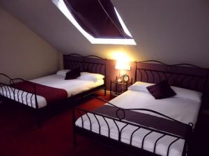 Zwei großzügige Doppelbetten